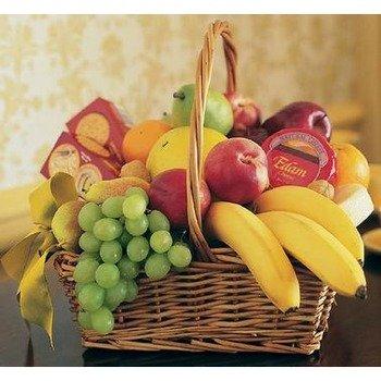 Canasto de Fruta con Galletas Saladas y Queso