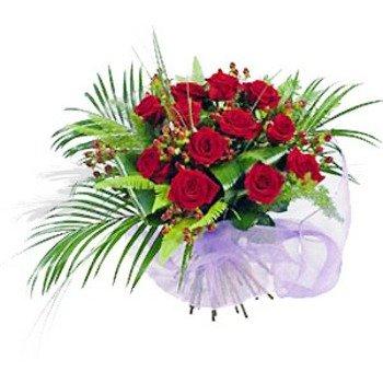 Una docena de rosas rojas envueltas en papel